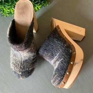 Woolrich Women's wooden platform wool clogs 8.5